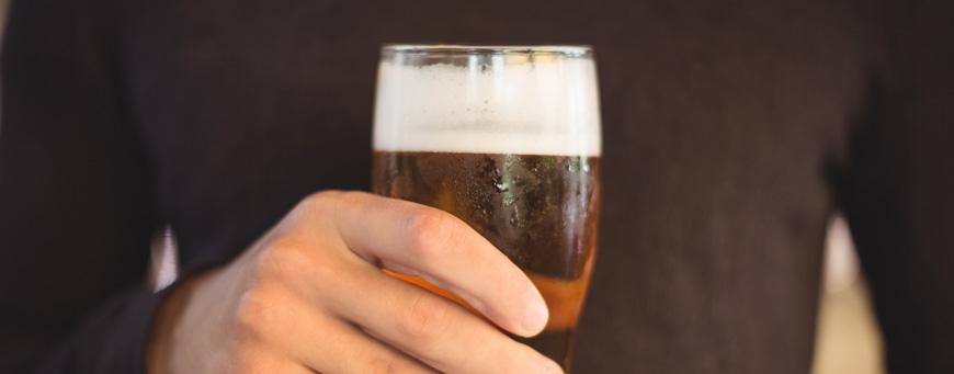relación entre el alcohol y la caída del cabello
