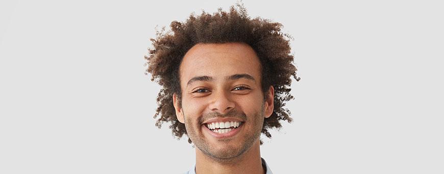 ¿Cómo influye el tipo de pelo en el trasplante capilar?
